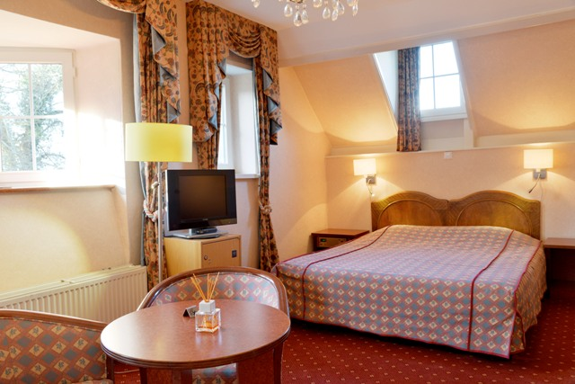 castle hotel holland room with terrace | www.kasteelgeulzicht.nl